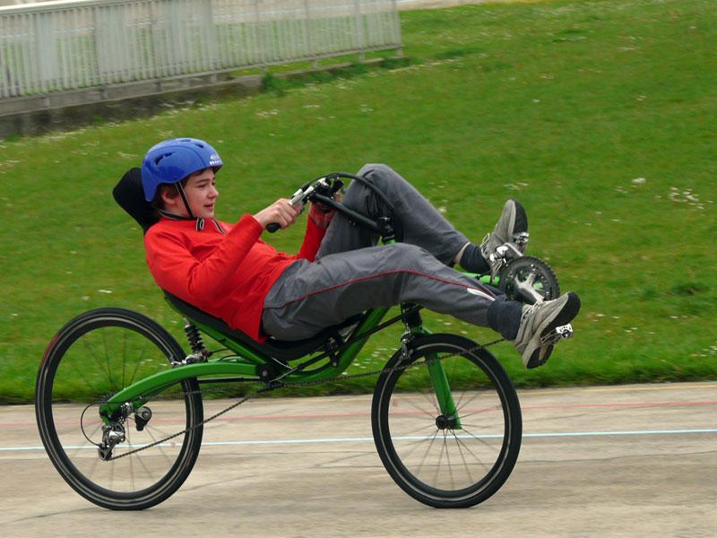 Vélo couché sans tubes Velo_couche_city_racer_m5_course